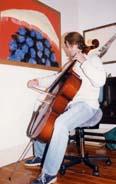 Cellist using a Bambach Saddle Seat